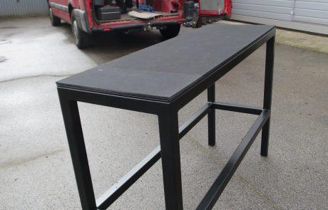Tisch Pulverbeschichtet für eine Galerie