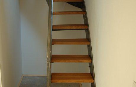 Innentreppe mit Stufen aus Buche