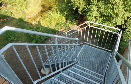 Treppe mit Gitterroststufen